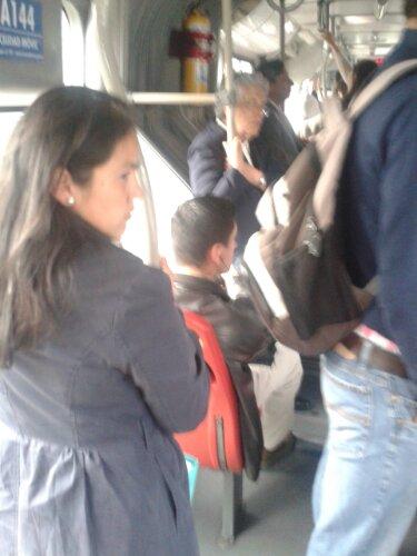Metiendo mano en bus 13 agarron de culo - 3 part 5